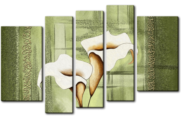 Белые каллы на зеленом фоне