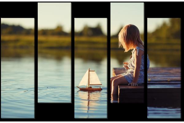 Девочка с корабликом